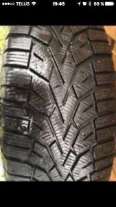 4 pneus d'hiver 215/60r16 sur roues de 5x114.3