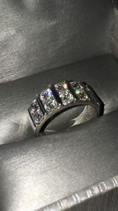 Stunning 10 diamond ring in white gold