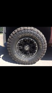 8 bolt Mickey Thompson rims with 33/12/16 cf 3000