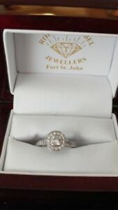 Beautiful engagement ring motivated seller