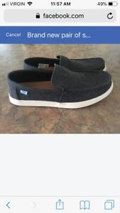 Brand new pair of men's size 7 Toms