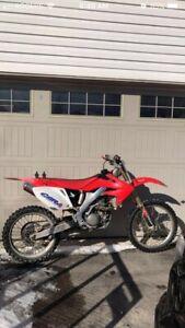 Crf 250 r    Dirt bike