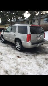 2009 Cadillac Escalade Hybrid Low Kms.