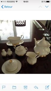 Set de vaisselles Royal Albert