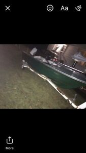 Boat motor and trailer 650$