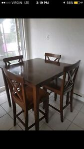 Nice dining room table with 4 high chairs. Delivery