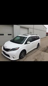 2015 Toyota Sienna Fully Loaded!!