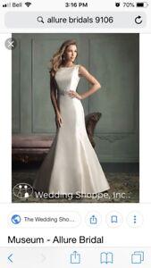 Sz 10  Ivory Boatneck Wedding Dress