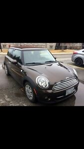 2011 Mini Cooper excellent condition/heated seats/sun roof