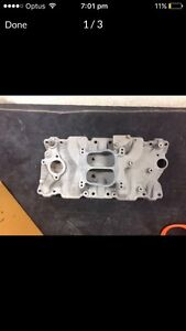 Chev holley carb and edelbrock manifold Waikiki Rockingham Area Preview