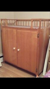 Changing table and car set