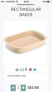 BNIB Pampered Chef Rectangular Stoneware Baker
