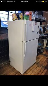 Nice réfrigérateur condition parfaite / livraison