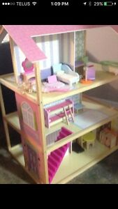 LARGE WOOD DOLL HOUSE WITH FURNITURE AND BARBIES