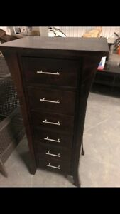 Tall storage unit with drawers