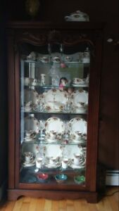 Beautiful lighted sliding door china cabinet / display case