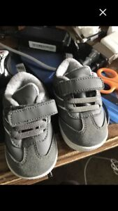 Moving sale: Baby shoes. Size :4.