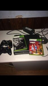 Xbox 360 + 2 controllers + 2 games  West Island Greater Montréal image 1