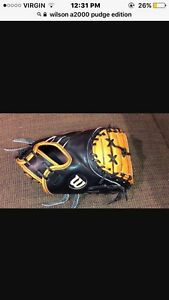 Wilson a2000 catchers mitt pudge edition