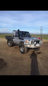 Toyota LandCruiser V8 flat tray GX ute Evandale Northern Midlands Preview