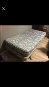 Twin bed/ lit jumeau
