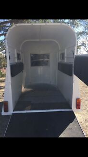 Horse float extended front