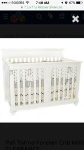 Never Used - Pali Torino Convertible Crib in White