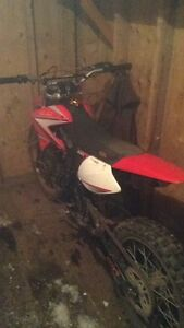 2012 gio 250 dirtbike *MINT CONDITION*