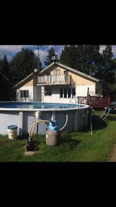 Maison 2 étages, garage double et grand terrain