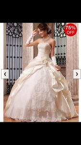 Wedding Dress Strapless/ Robe de Mariage sans manches