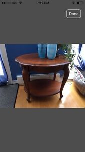 Elegant 80's Table gorgeous excellent condition