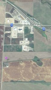 Acreage Weyburn 2 min from City