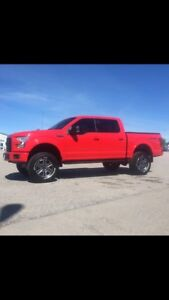 """2015 Ford F-150 sport 4x4 6""""suspension lift 35 """" tires low km"""