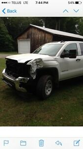 2016 GMC Sierra 2500hd. SALVAGED**