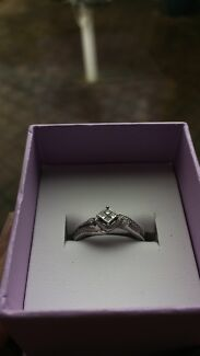 10K white gold diamond ring Winthrop Melville Area Preview