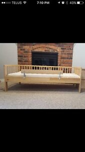 Solid wood kids bed