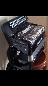 Roland FR-18 electric accordion and Peavey KB3 amplifier