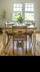 Large dining room table with built in leaf seats 6