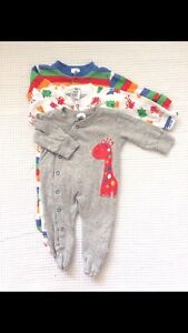 8x 000 baby onesies Canning Vale Canning Area Preview