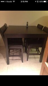 Bar size table and chairs Cambridge Kitchener Area image 1