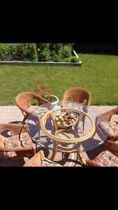 Ensemble de patio. Patio set.