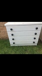 4 drawer chest Rosemeadow Campbelltown Area Preview