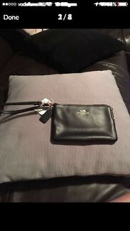 COACH WALLET/CLUTCH (AUTHENTIC)
