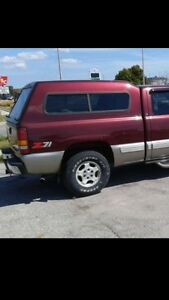"6.5"" burgandy topper 99-06 chevy London Ontario image 1"