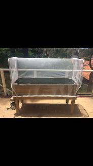 Portable garden bed
