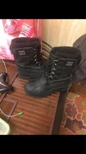 boys dc size 9 winter boots