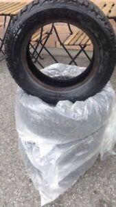 4 bons pneus d'hiver 175/65r14