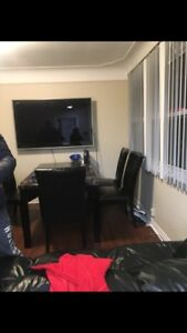 2 rooms in an all female house 7 minutes walking from Mac