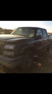parting out 2004 chevy  1500HD 4x4  6litre