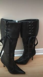 Brown lace up boots size 7.5 bottes brunes